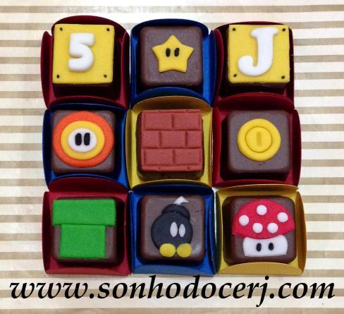 Bombons Modelados Mario Bros! Número (2), Estrela (1), Letra (2), Flor (3), Bloco de Tijolinho (2), Moeda (1), Cano (2), Bomba (4), Cogumelo (4)
