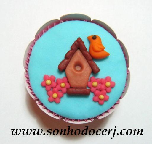 Cupcake Casinha de Passarinho com passarinho e flores! (E)
