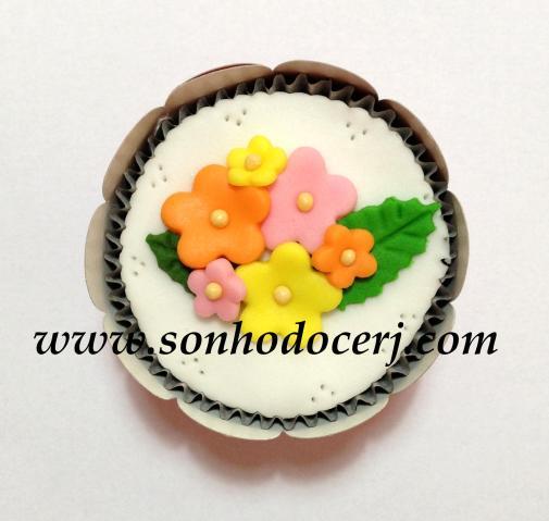 Blog_Cupcake_FloresComFolhas_[2][2]