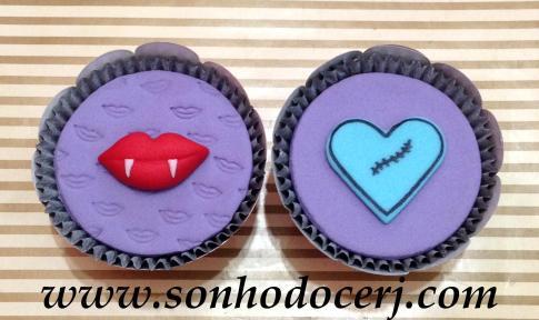 Blog_Cupcake_MonsterHigh_Coração_Boquinha_4068[2]