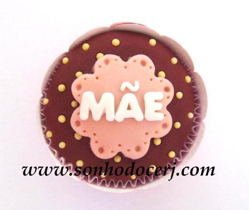 Cupcake com bolinhas e placa em nuvem escrita! (C)