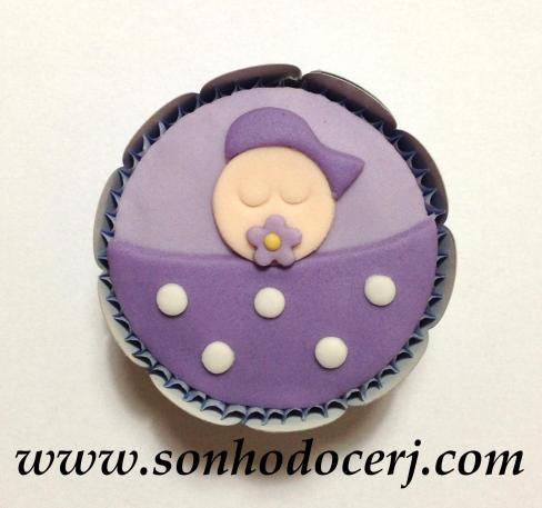 Cupcake bebê com cobertor de bolinhas! (C)