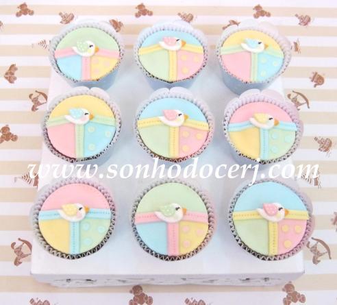 Cupcakes Passarinho com fundo retalhos! (F)