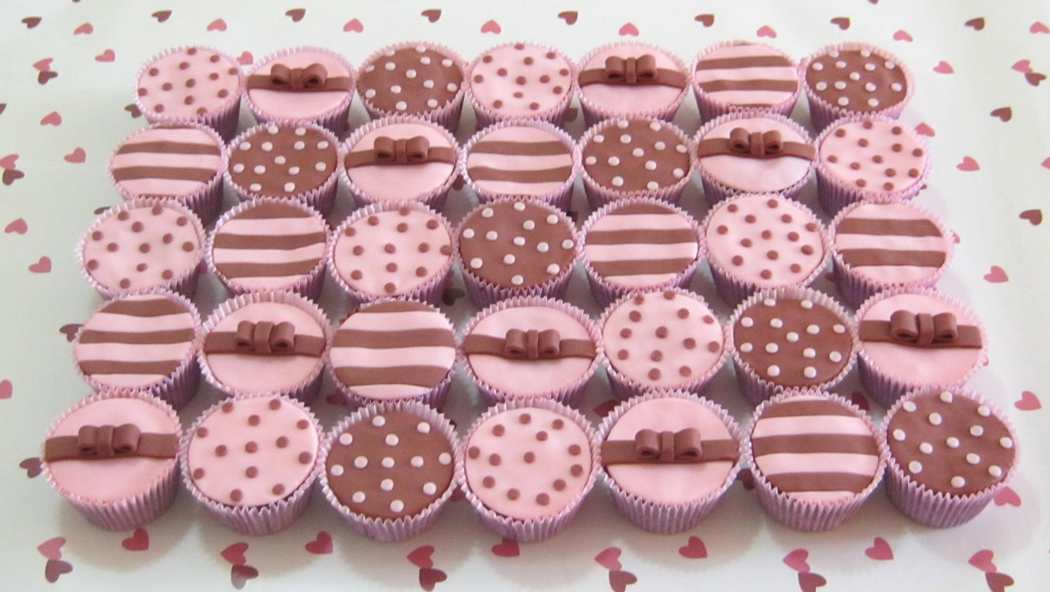 Cupcakes Rosa E Marrom  Bolinhas  B   Listras  B   Lacinho 3D  C