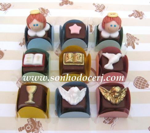 Bombons Modelados 1ª Comunhão / Batizado! Anjinho cabecinha 3D (5), Estrelinha (1), Bíblia com borda marrom (3), Bíblia dourada (2), Pombinha branca perolada (2), Cálice dourado(2), Anjinho perolado ou dourado(3)