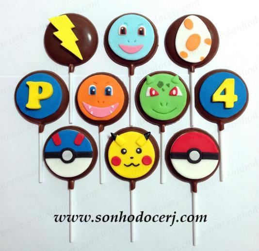 Pirulitos de chocolate Pokémon! Letra (B), Pokemón verde (F), Número (B), Ovo (C), Pokémon laranja (F), Pokémon azul (F), Raio (B), Pokebola vermelha (D), Pikachu (F), Pokebola azul (D)