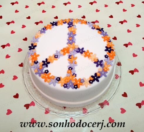 Bolo Paz e Amor (florido - laranja e lilás) (Cód: B095)
