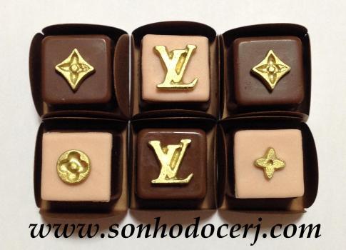 Bombons Modelados Louis Vuitton! Logo LV com fundo quadrado (5), Logo LV (4), Detalhe da estampa (redondo, losango ou flor) (2), Detalhe da estampa com fundo quadrado (redondo, losango ou flor) (3)