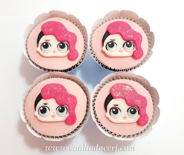Blog_Cupcake_LOL surprise_rocker_105518[2]