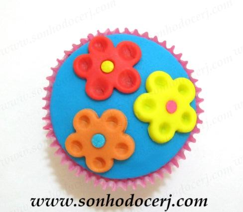 blog_cupcake_trio-de-flores-coloridas_-0152