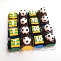 """Bombons modelados """"Futebol""""! Número com fundo listrado (5,00), Bola de Futebol 3D (6,00)"""