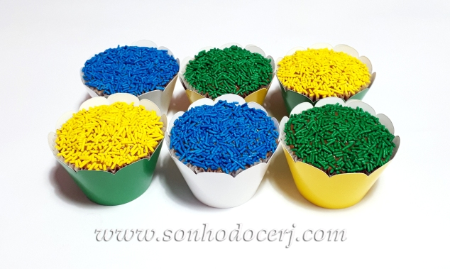 Blog_Cupcakes_Confeitos coloridos_181935[2]