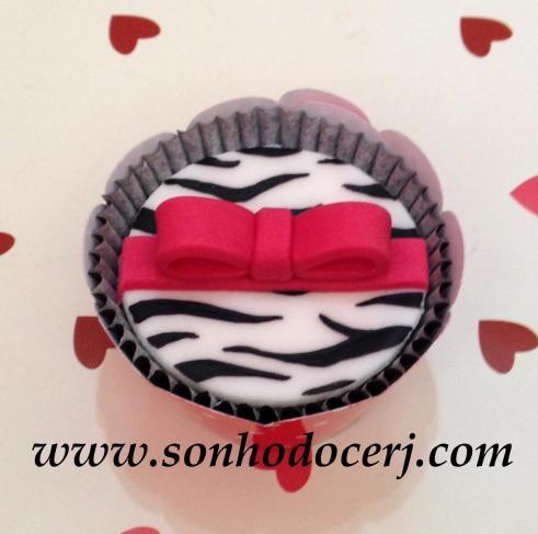 Blog_Cupcake_Oncinha_Lacinho3D_4863[2]
