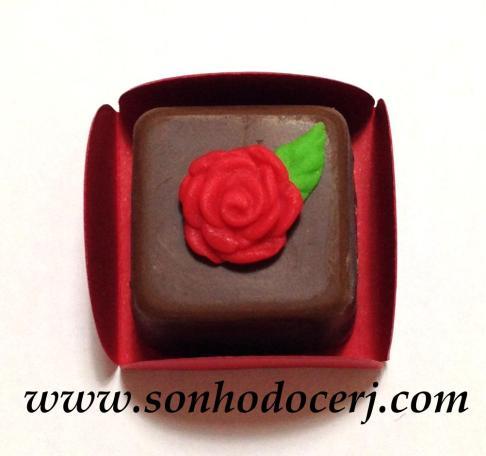 Bombom Modelado - Rosa com folhinha! (2)