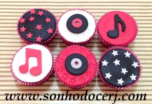 Cupcakes Música / Discoteca! Estrelinhas (B), Disco de vinil pequeno com estrelas rebaixadas ao redor (C), Nota musical (B)