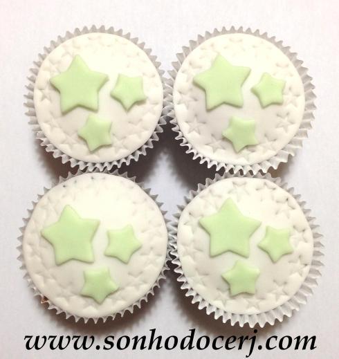 Cupcake Trio de estrelinhas com estrelas rebaixadas ao redor! (B)