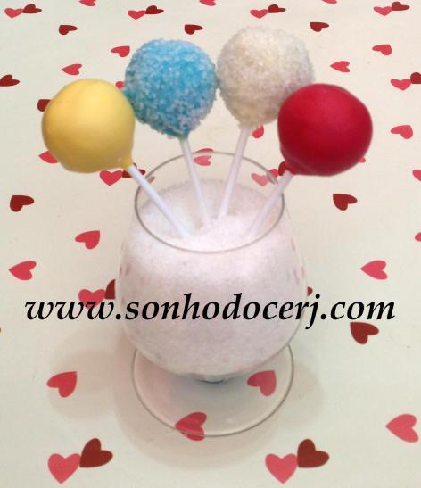 Cake Pops coloridos! Exemplos com e sem açúcar cristal!