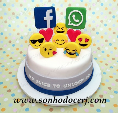 Bolo Facebook e WhatsApp! (Cód.: B254) Facebook and WhatsApp addicted! Slice....yes sliCe....to unlock and eat! :-)