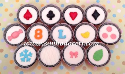 Cupcakes! Naipes de baralho, Bala, Número, Letra, Passarinho, Bolinhas grandes, Floco de neve, Matelassê, Lacinho 1, Folha