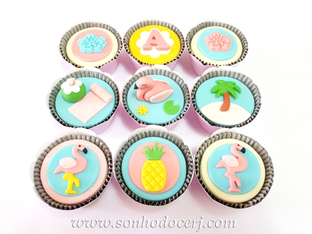 Blog_Cupcakes_flamingo_111507[2]