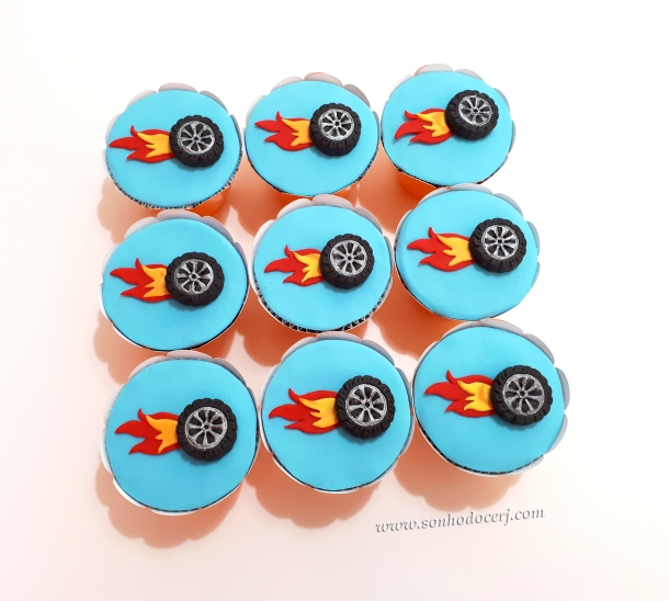 Blog_cupcakes_Hot wheels_112142[2]